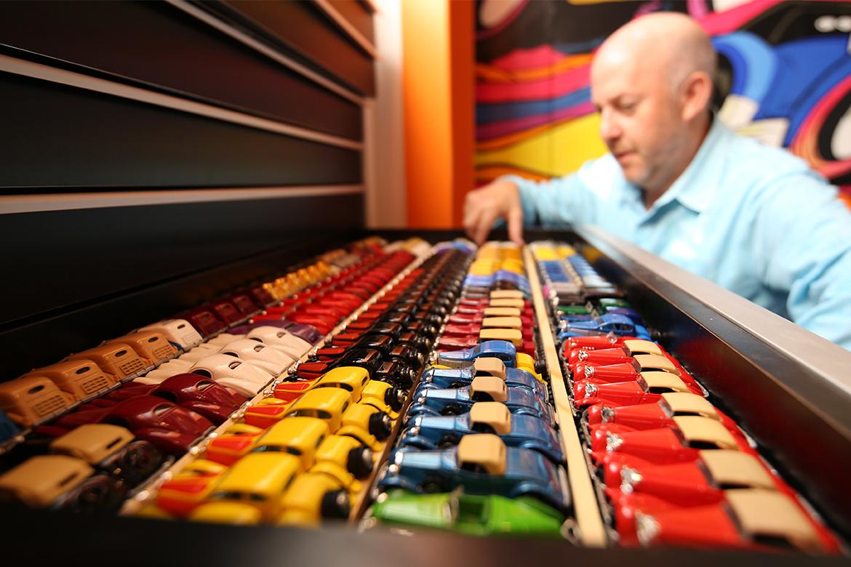 网民展示价值 $150 万美元 Hot Wheels 玩具车收藏