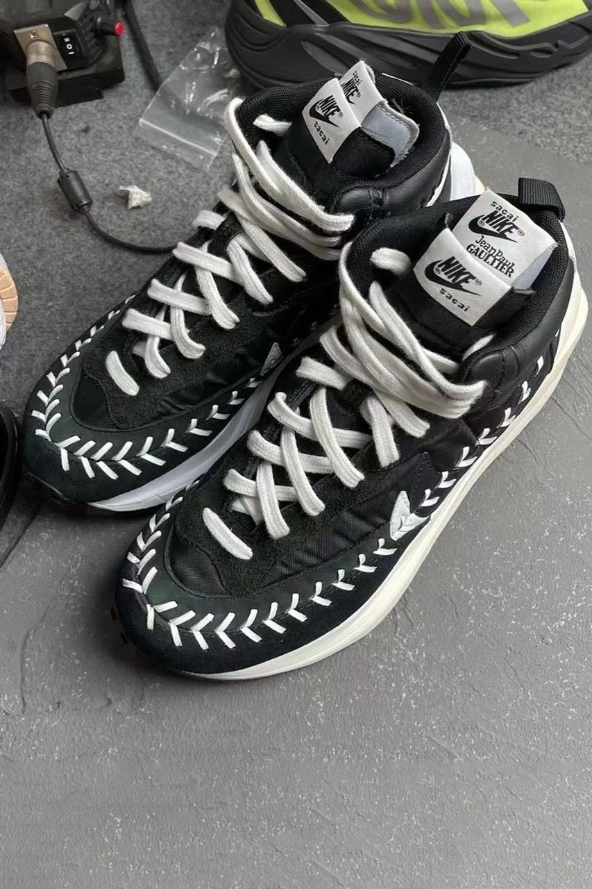 阿部千登势携手 Jean-Paul Gaultier 打造 sacai x Nike Vaporwaffle 定制鞋款