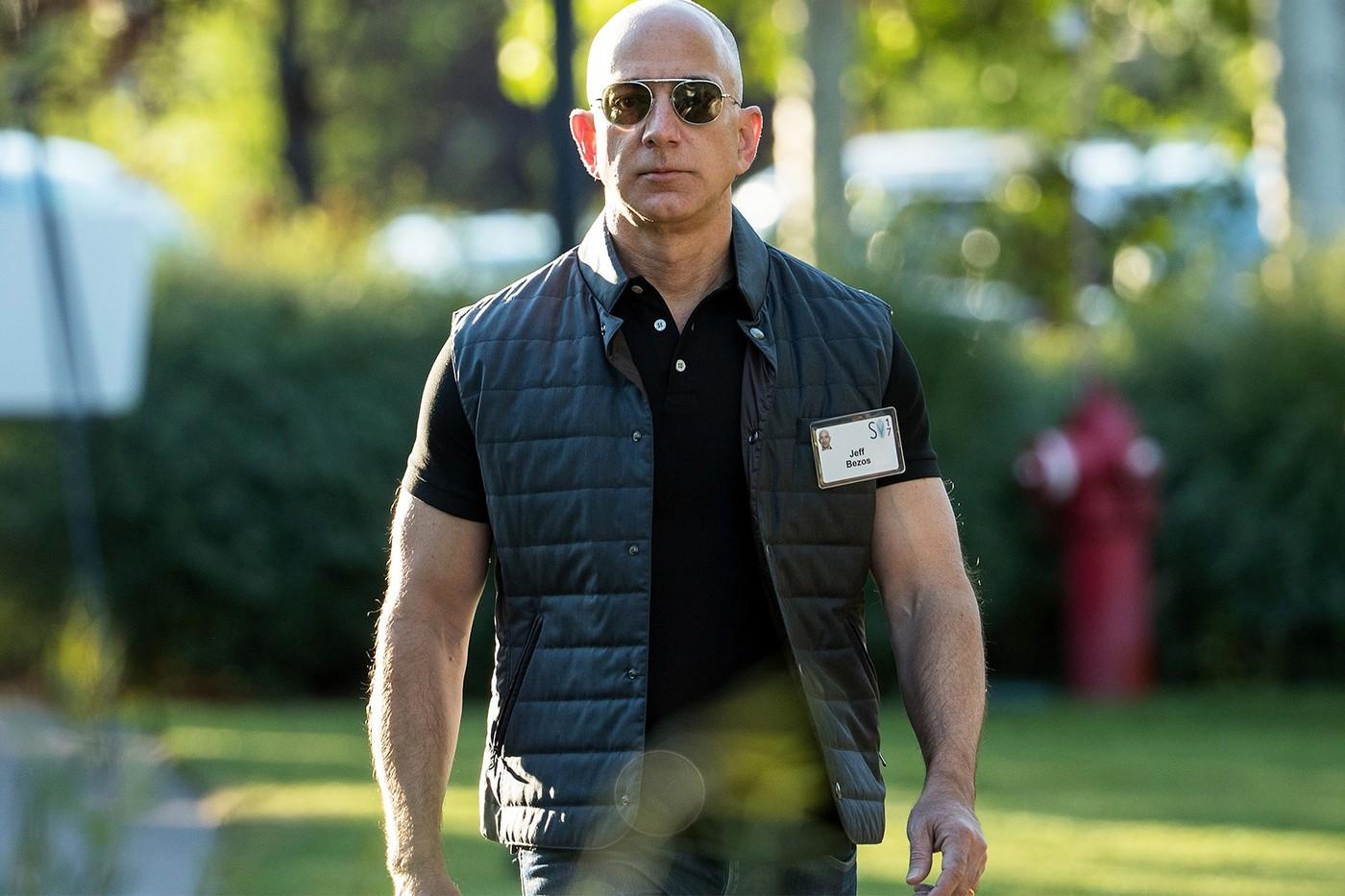 Jeff Bezos计划与兄弟 Mark Bezos一起前往酞空旅行