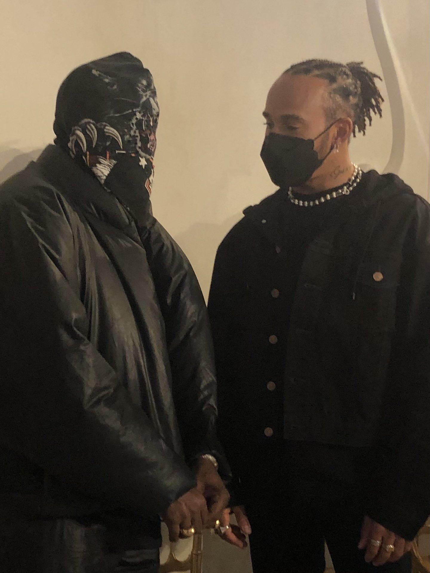 Kanye West 疑似著用全新 YEEZY x Gap 聯名設計