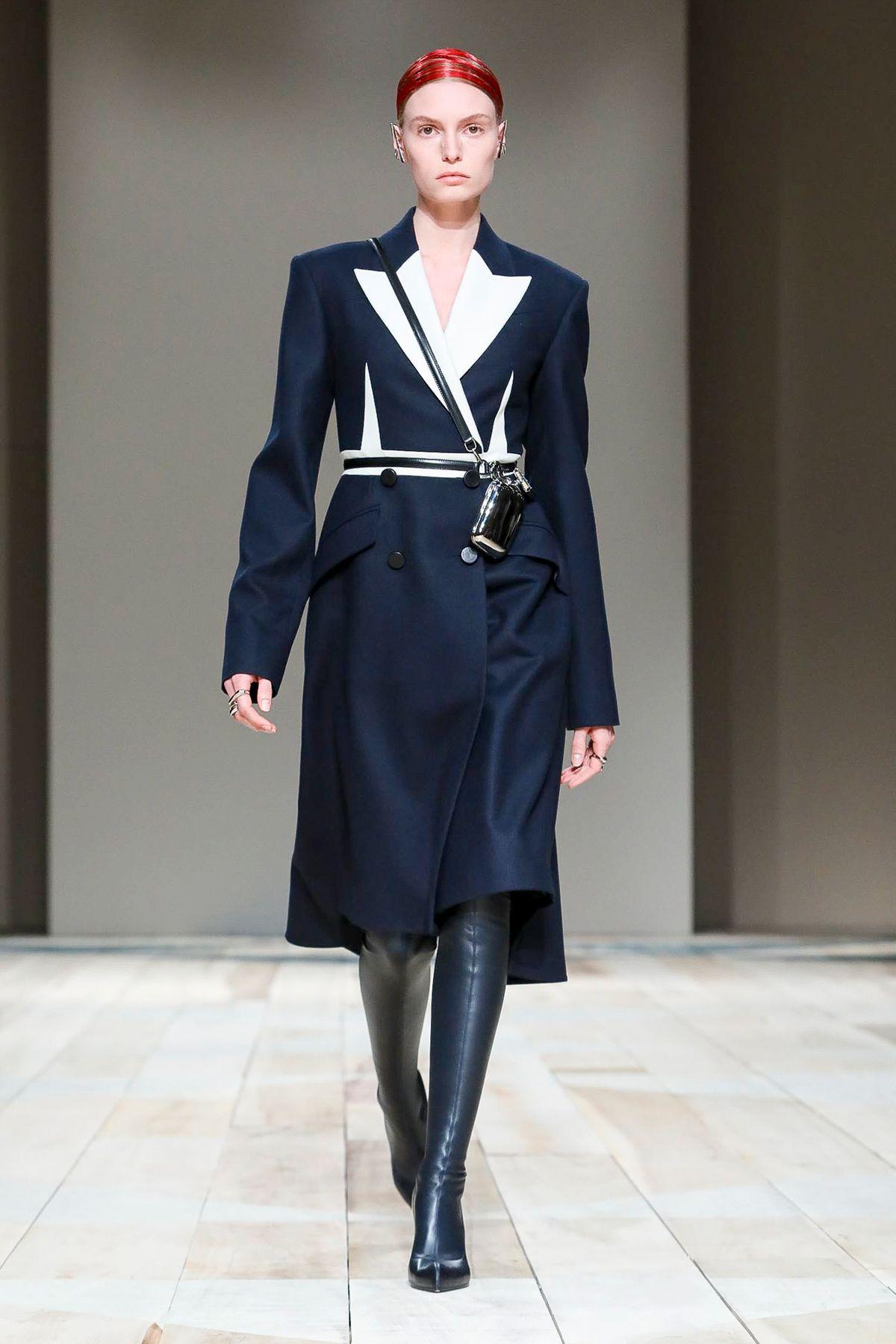 威尔士传统工艺的赞歌,Alexander McQueen 2020 秋冬巴黎秀场回顾