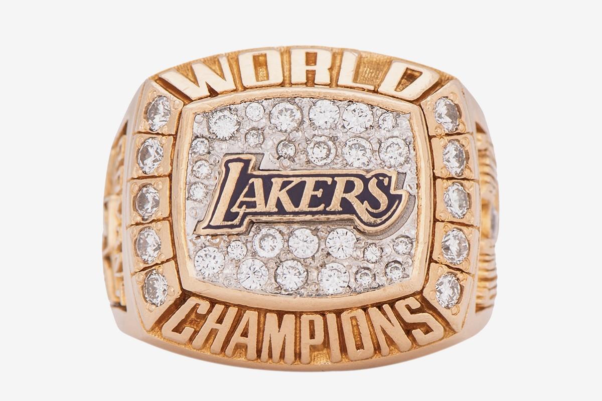 科比·布莱恩特的第一枚总冠军戒指拍出 20.6 万美元