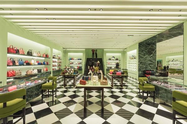 Prada普拉达全新精品店于上海重装开幕