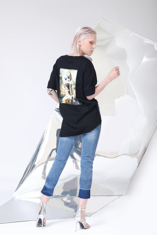丹比奴夏季里要有几款简约T恤搭配,时尚又随性