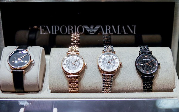 Emporio Armani庆祝全新EAwatches满天星系列限量款腕表发布