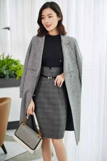 Koradior珂莱蒂尔女装2019冬季大衣新款流行色彩