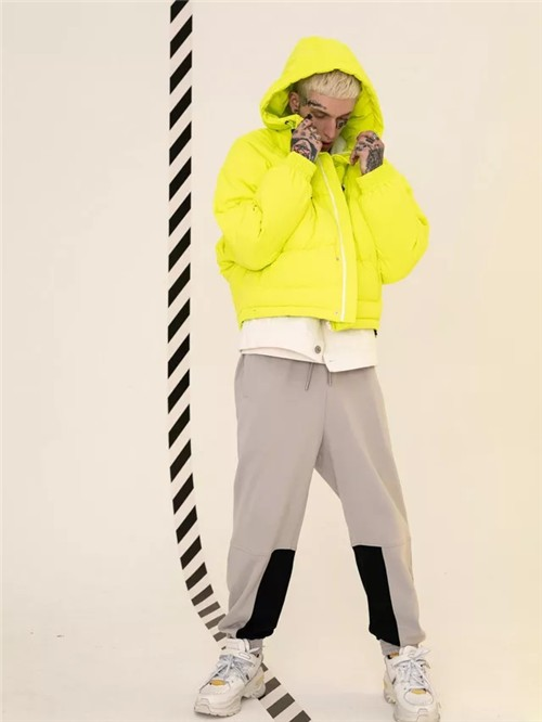 MISHKA潮牌2019冬季新款羽绒服搭配流行趋势