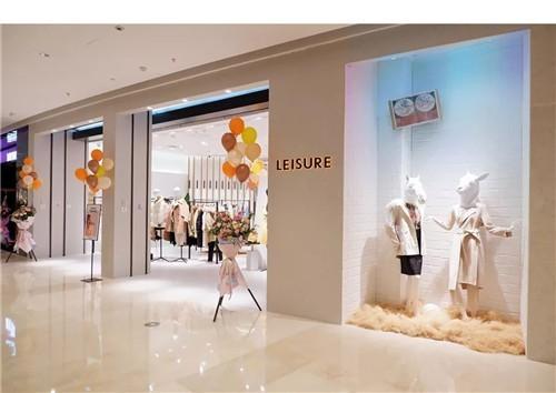 LEISURE店铺形象:舒适简约的当代都会零售空间