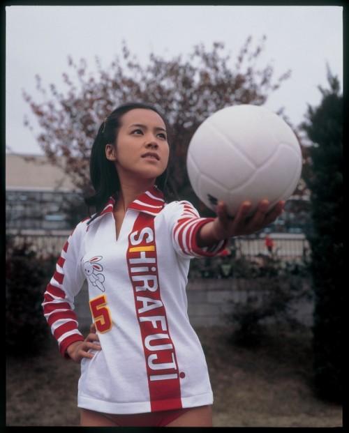 荒木由美子出席品牌发布会 个人皮包品牌在上海高岛屋独家首发