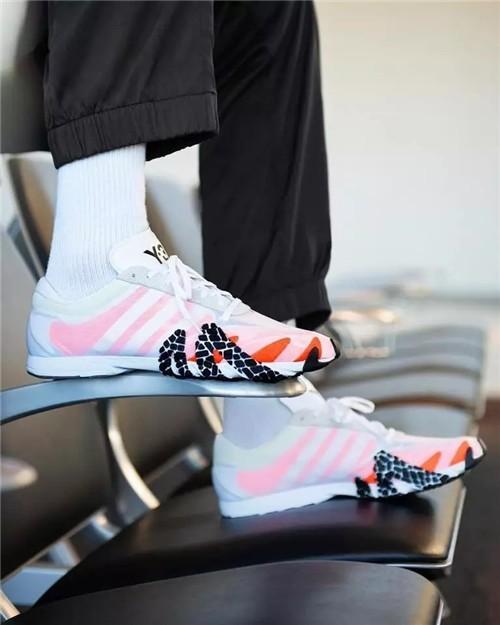 Y-3 2020春夏新款鞋履和背包为造型加分