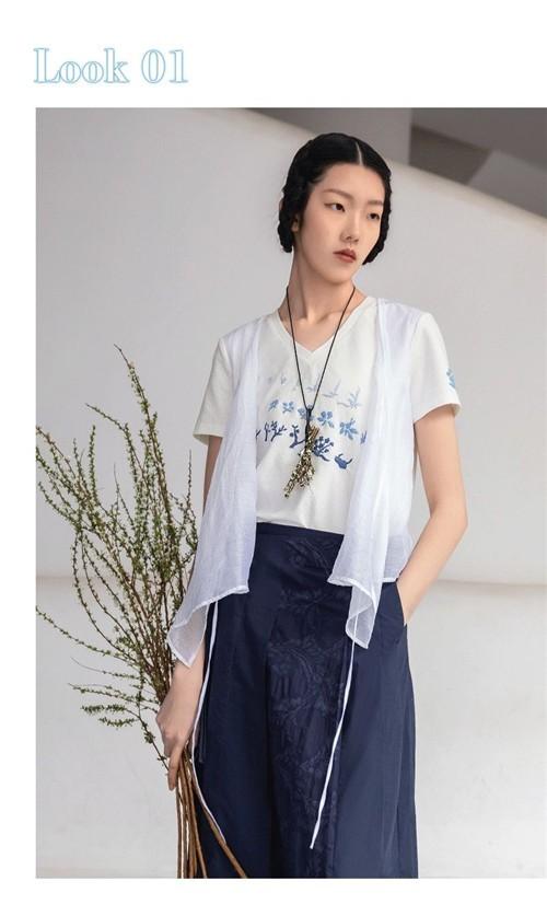 生活在左女装2020春夏新品:蓝书,一岁一色的成长印记