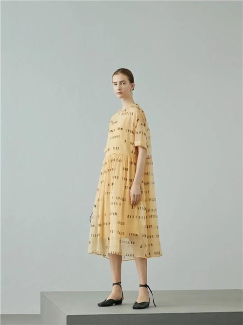 捕获新趣,释放原本的自然活力 AUM噢姆女装2020夏季新款