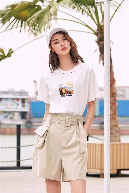 朵以DUOYI女装2020夏季新款T恤短裤搭配流行趋势