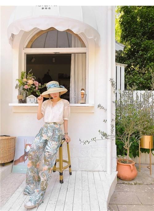 LEISURE三彩丽雪女装2020夏季新款度假感的法式时装