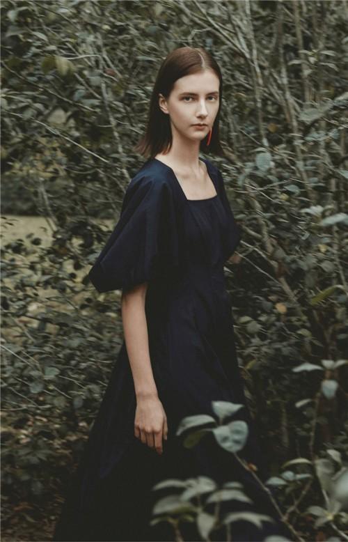 AUM噢姆女装2020夏季新品系列:这个夏天,穿点不一样的